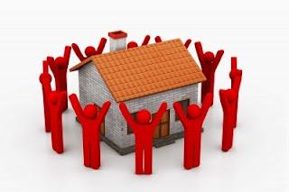 dibujo personas color rojo alrededor de vivienda