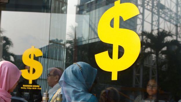 Penerimaan pajak yang tidak mencapai target, dinilai seorang ekonom INDEF membuat tingkat ULN Indonesia menjadi tidak aman - Foto: AFP / Tribun Medan.