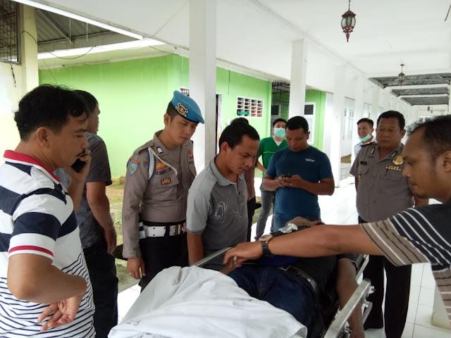 Jenazah korban diduga korban tabrak lari di Tapteng saat tiba di rumah sakit untuk divisum.