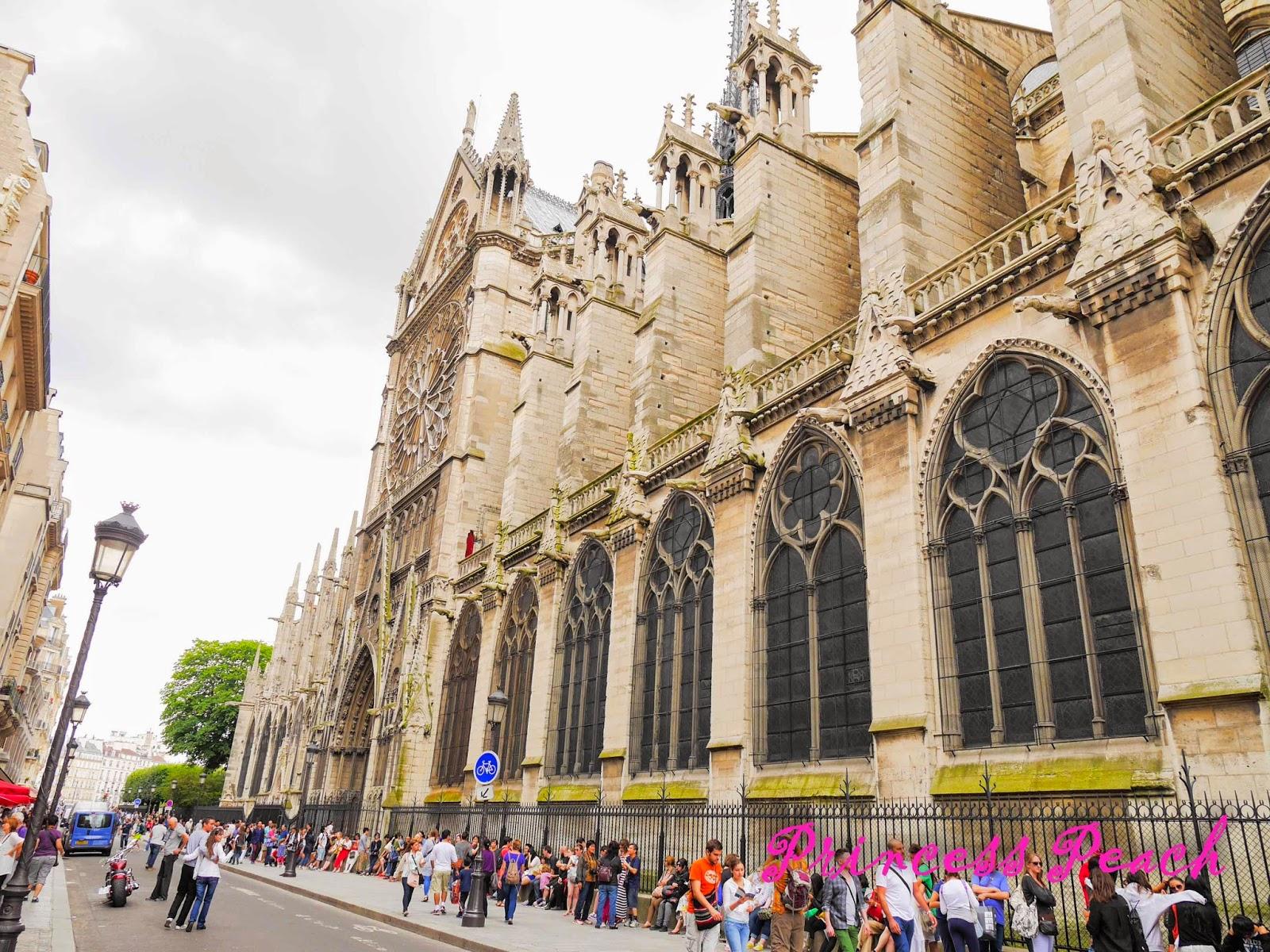 巴黎聖母院排隊人龍