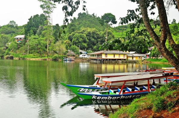 Rekreasi keluarga di Situ Patenggang Ciwidey Bandung adalah pilihan yang menarik