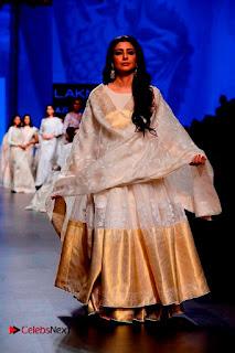 Actress Tabu Walk on Ramp for Gaurang Shah at Lakme Fashion Week  0006.jpg