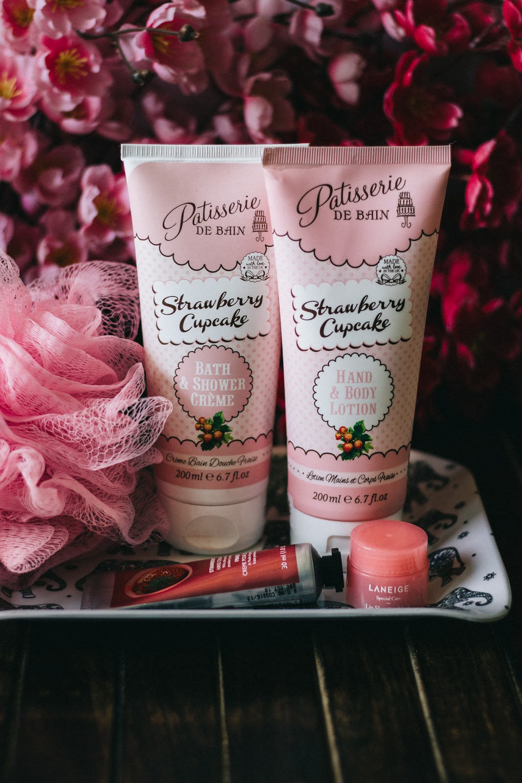 pattiserie-de-bain-strawberry-cupcake-hand-body-lotion-bath-shower-creme-review