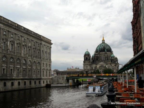 Vista de la Catedral desde Nikolaiviertel (Berlín, Alemania)