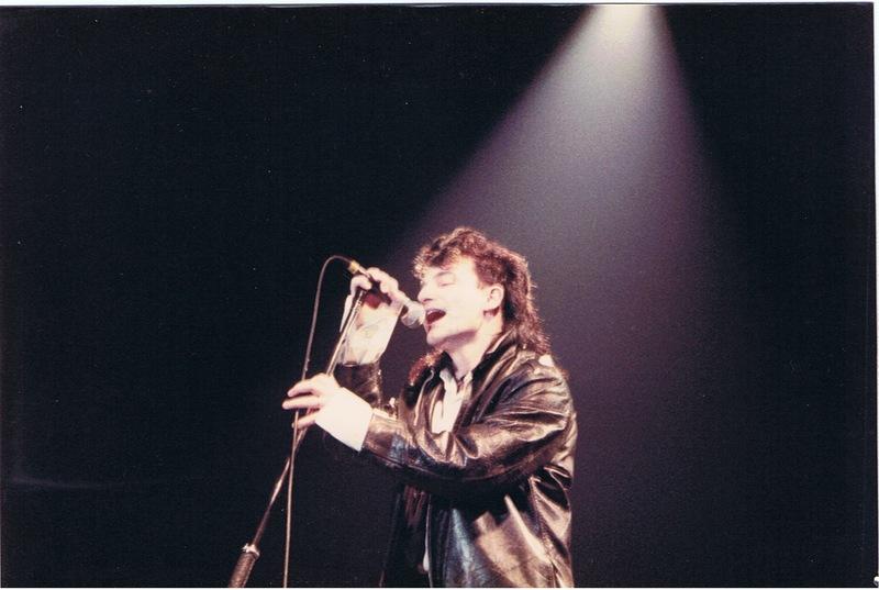 U2 Sombras e Árvores Altas - Blog: Bono comprou discos do U2