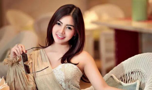 WAW, Bella Shofie Pamer Belahan Dada, Netizen Jadi Gagal Fokus
