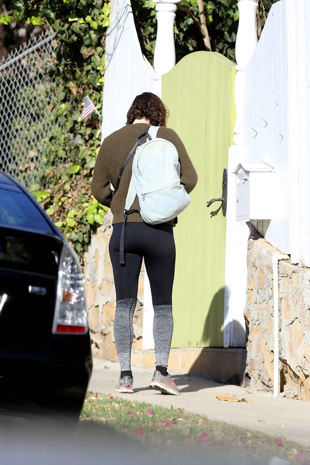 Mary Elizabeth Winstead Booty in Tights 2017