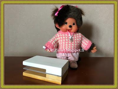 Table de salon en bois faite main pour kiki ou Monchhichi, miniature meuble, handmade, fait main poupée