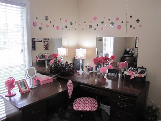 Lavish-Black-Corner-Makeup-Vanity-Table 20 Unbelievable Make-up Self-importance Desk Concepts Interior