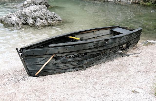 Ia Bvnuh Anak Kecil dan Tenggelamkan Perahu di Depan Muridnya, Namun Saat Alasannya Terkuak Sungguh Mengejutkan!!