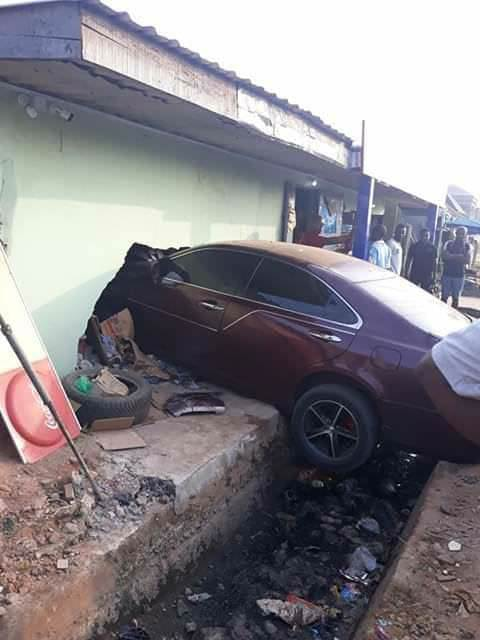 High Speeding Driver Runs Into A Residential Building In Imo, Luckily No Life Was Lost