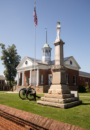 New Appomattox County Courthouse With Monument To Confederate Soldiers