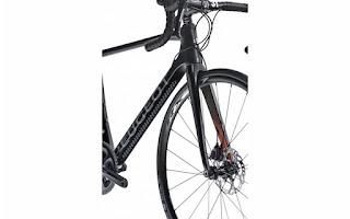 Peugeot R 02 Carbon Ultegra - vista frontale della bici da corsa