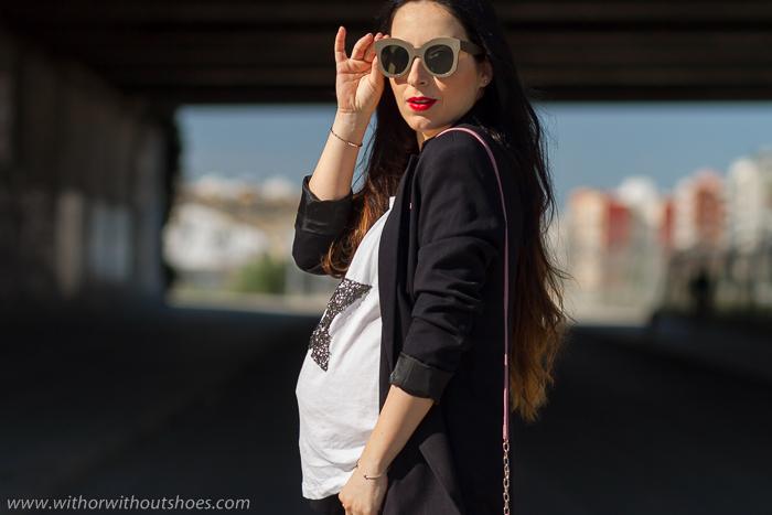 Blogger influencer embarazada con idea de look estiloso sin gastar dinero en ropa premama
