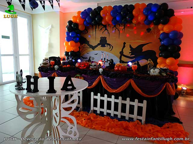 Decoração mesa temática para festa infantil - Mesa luxo decorada com toalhas de tecido tema Halloween