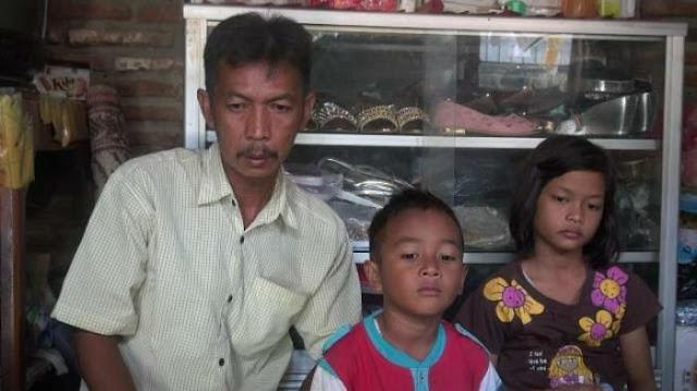 Ayah Ini Menangis Karena Mendengar Putrinya yang Jadi TKW Dipukul Majikannya di Malaysia