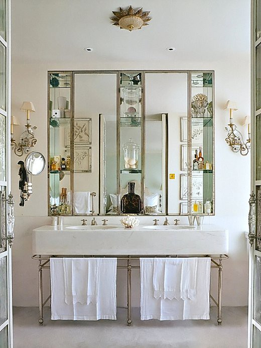 To da loos: Elegant mirrored medicine cabinet and shelves