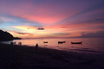 sunset pada pantai bingin