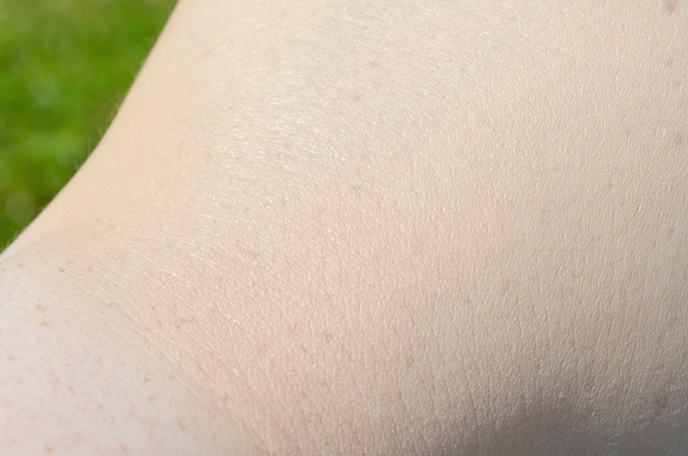 Lancome Teint Miracle Foundation Review / Swatches in 005 Beige Ivoire