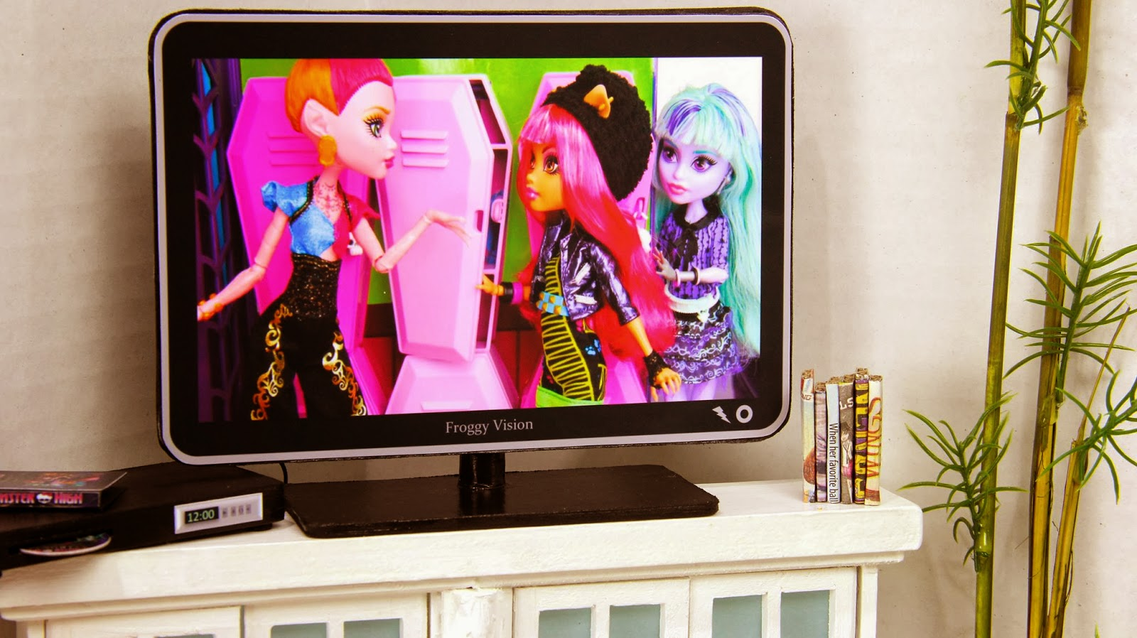 My Froggy Stuff: How to make a Doll Flat Screen TV with DVD Player