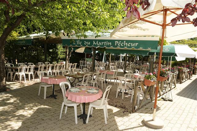guinguette-ile-du-martin-pecheur-champigny-credit-photo-valdemarnetourisme.fr