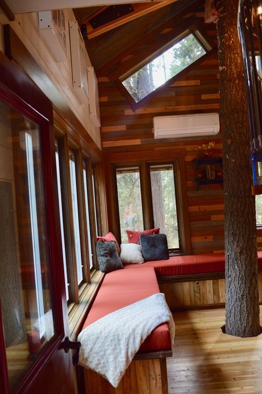 05-Living-Room-full-height-HomeAway-Montana-Tree-House-close-to-the-Glacier-National-Park-www-designstack-co