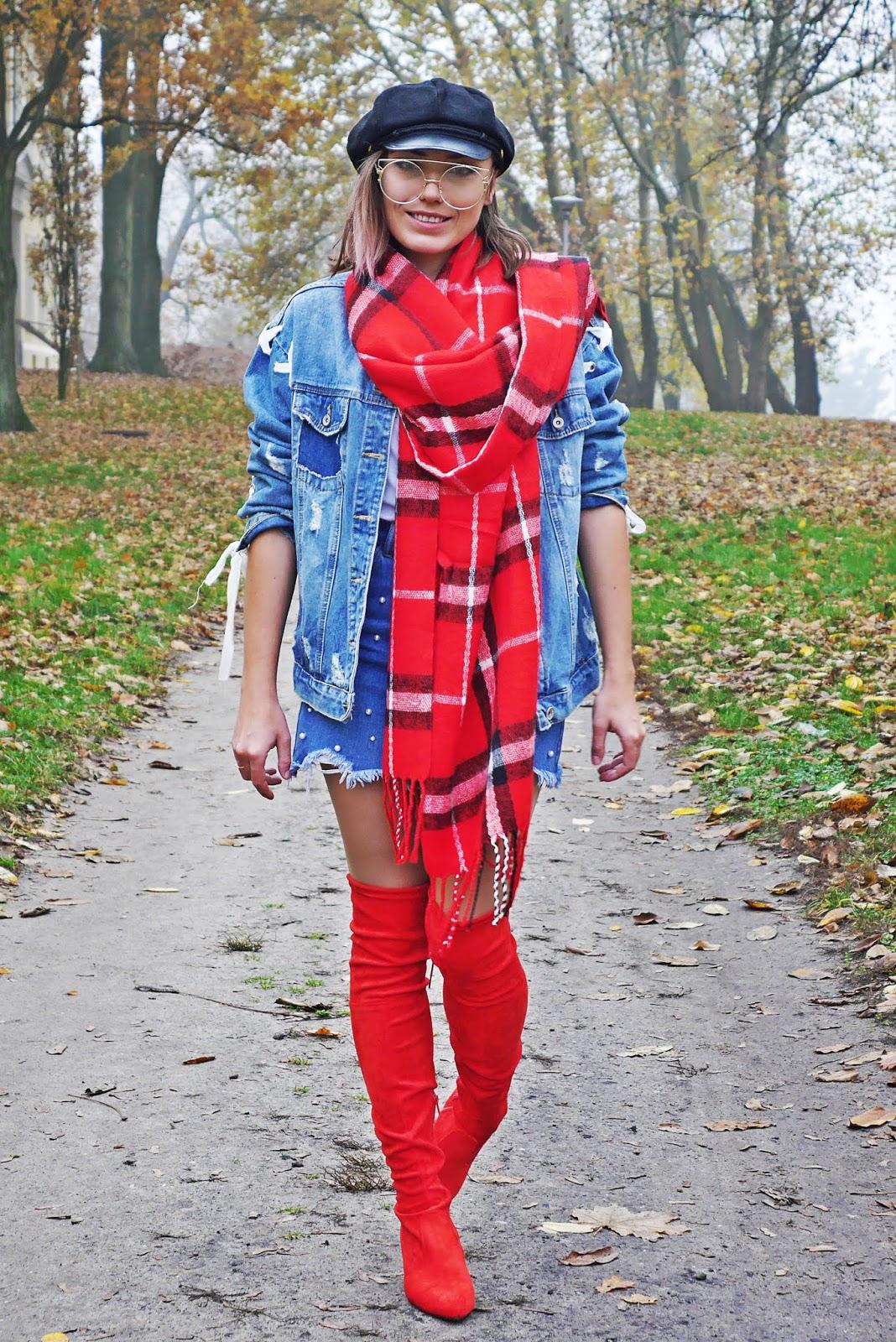 Czerwone kozaki za kolano renee jeansowa kurtka czarny kaszkiet karyn blog modowy