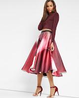 http://www.tedbaker.com/nl/Womens/Clothing/Skirts/AZARIAH-Dispersed-Beauty-full-skirt-Dusky-Pink/p/126711-51-DUSKY-PINK