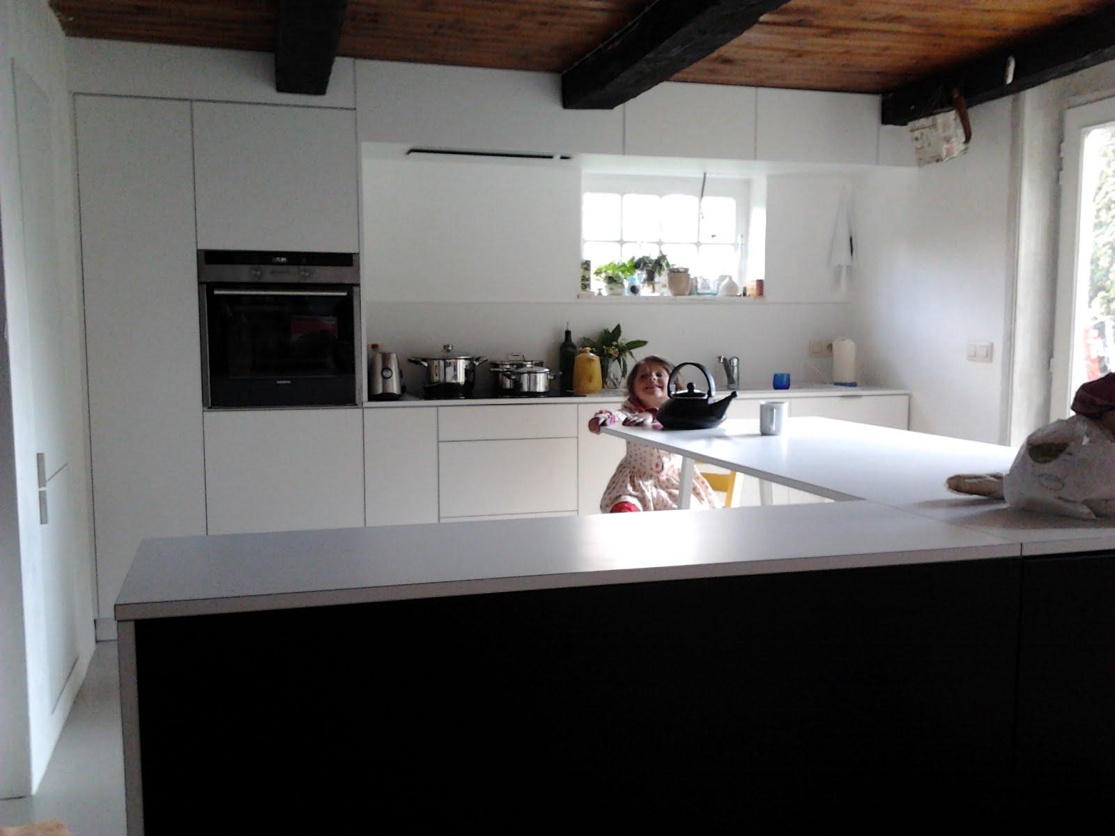 lj woodworks cuisine m lamin blanc mat pdt en stratifi blanc mat armoires c t salon en. Black Bedroom Furniture Sets. Home Design Ideas