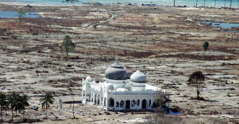 Di Tengah Musibah Dahsyat, 5 Masjid Ini Berdiri Kokoh Meski Bangunan Di Sekitarnya Hancur