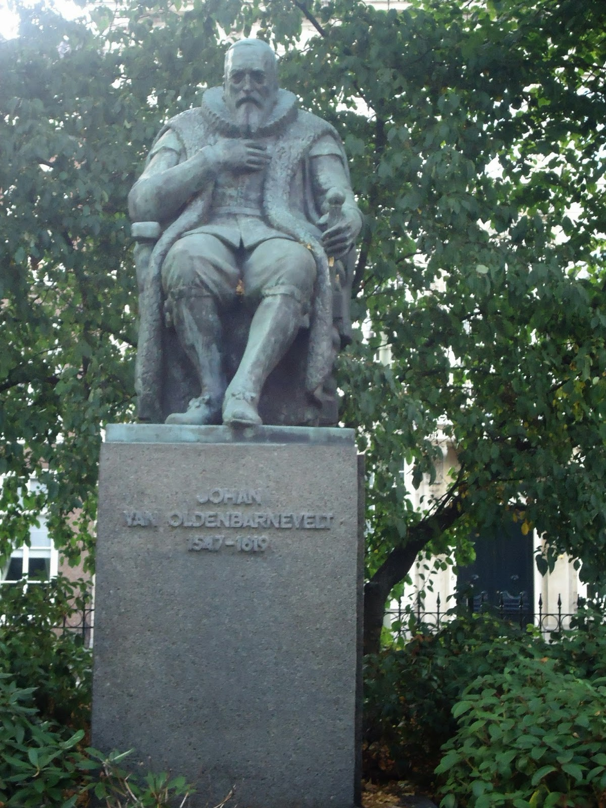 johan van oldenbarneveld statue the hague the netherlands