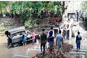Sebuah Mobil Penumpang Tercebur Ke Sungai Appabatu