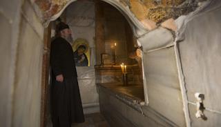 Μυστηριώδη και ανεξήγητα φαινόμενα στον Πανάγιο Τάφο