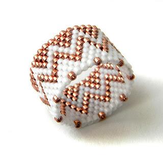 Кольцо из бисера - медное с белым