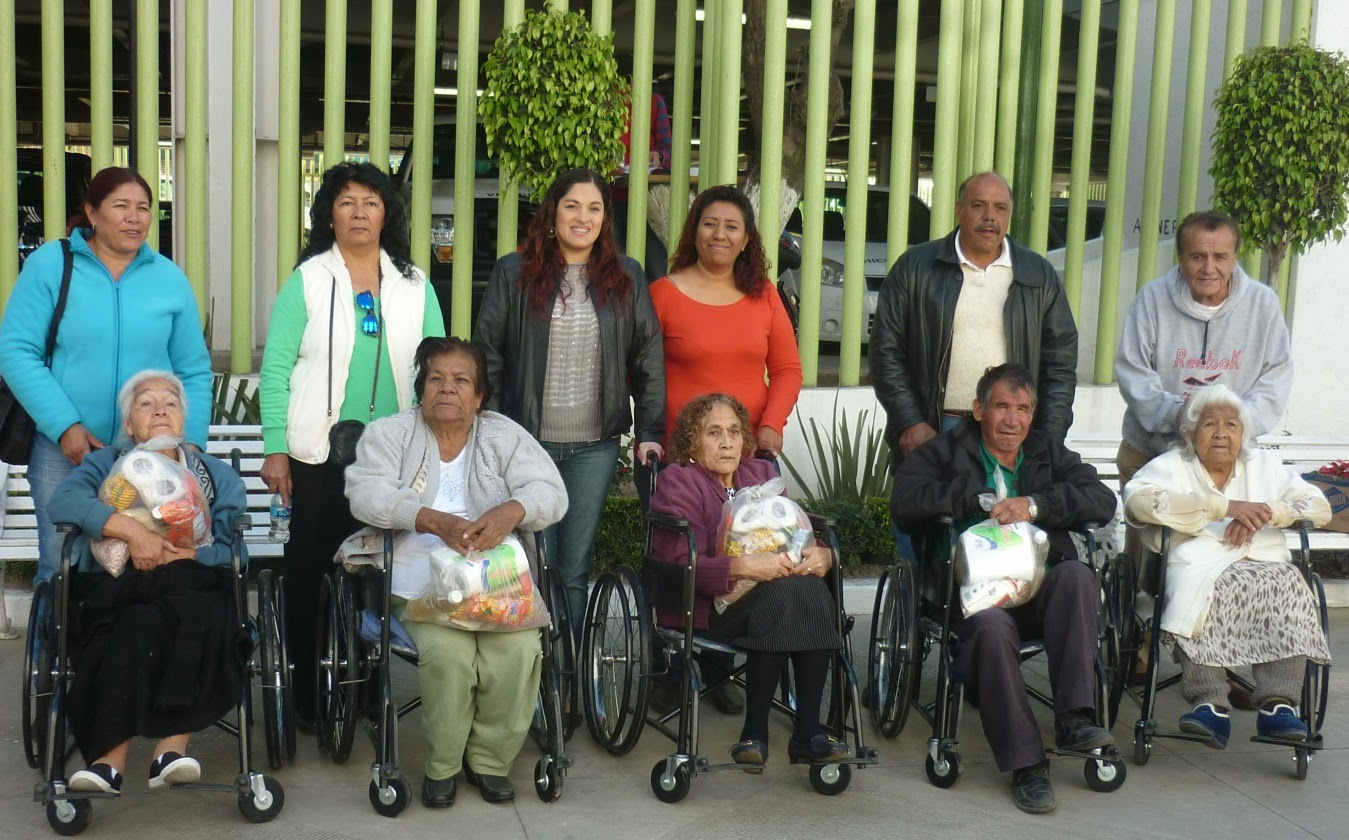 El mexiquense hoy con recursos propios entrega sillas de for Sillas para tercera edad