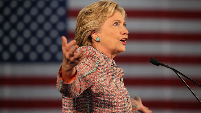 """¿La gota que colmará el vaso? El FBI presenta a Clinton una """"sorpresa tardía"""""""