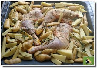 Vie quotidienne de FLaure : Cuisses de poulet, pommes de terre, ail et romarin et une touche de vert, le brocoli