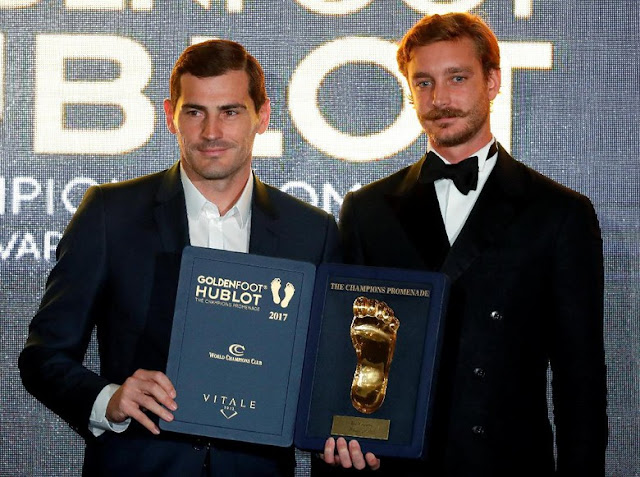 Sisihkan Messi, Ronaldo, dan Pirlo, Casillas Raih Golden Foot Award
