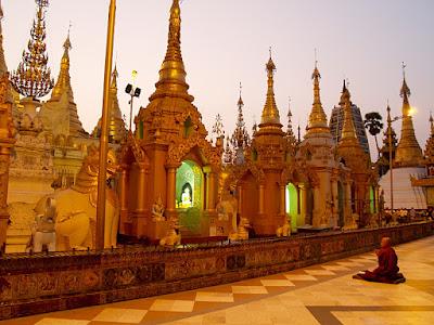 Myanmar - Yangon: Shwe Dagon Pagoda