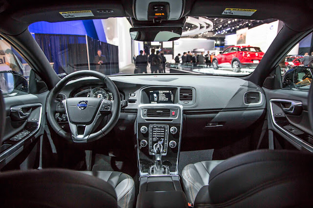 2016-Volvo-S60-Cross-Country-interior