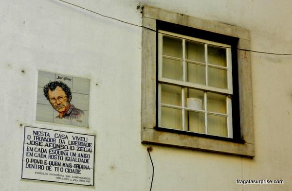 Coimbra - Casa de Zeca Afonso, autor de Grândola, Vila Morena