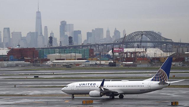 United Airlines сняла с рейса пару, летевшую на собственную свадьбу