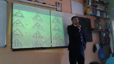 أكادير :لقاء تواصلي لمسؤول أمني مع تلاميذ مدرسة الأطلس ايت الموذن بأكادير
