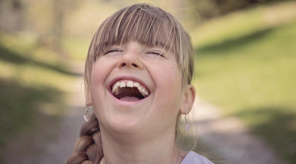 https://pixabay.com/pl/osoby-cz%C5%82owiek-dziecko-dziewczyna-832143/