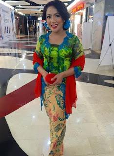 Model Kebaya Pelangi Trend 2017 Terbaru Amy Atmanto Rainbow Expression