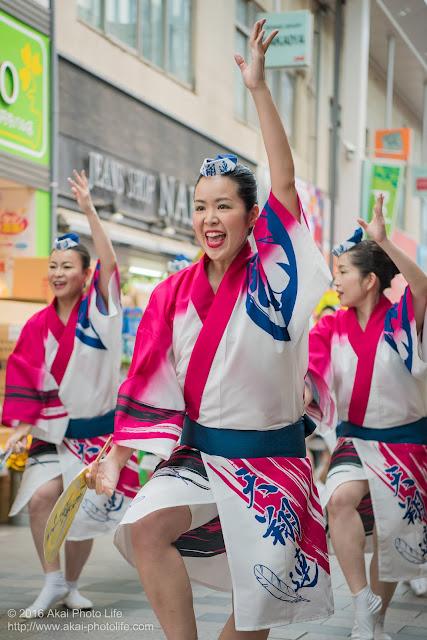 高円寺パル商店街、天翔連の流し踊りの写真 2