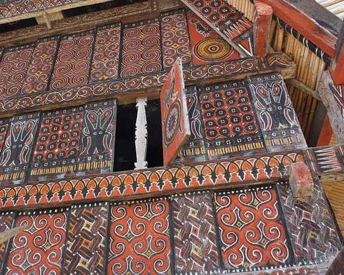 Tinuku.com Travel Tongkonan house in Pallawa village, beautiful old architecture and ornament genuine Tana Toraja culture