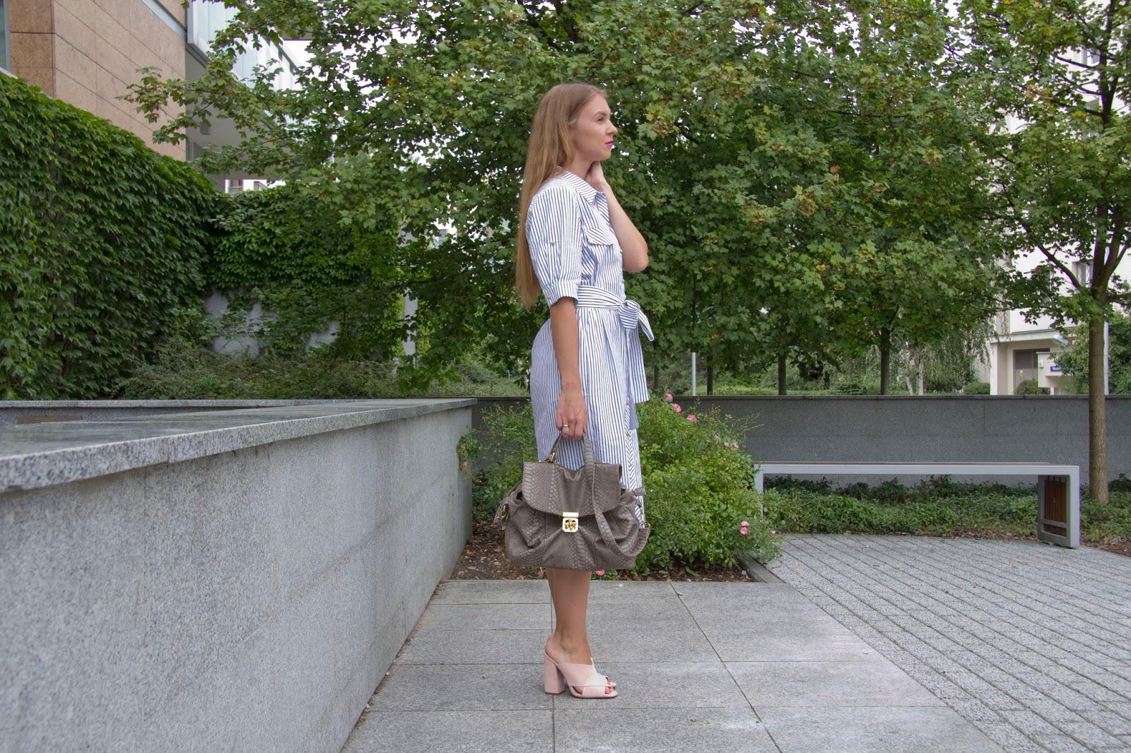koszulowa sukienka w paski
