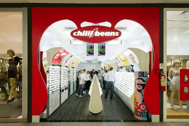 00bb9c107 Várias Lojas Chilli Beans estão a recrutar e não é necessária experiência  na área.
