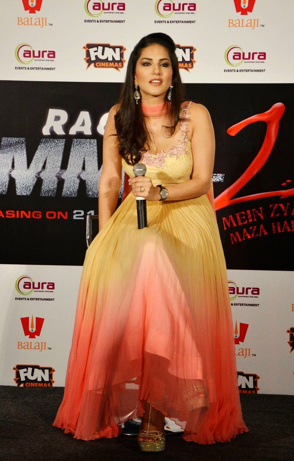 Sunny Leone Hot Photos In Salwar Kameez At Ragini Mms 2 -7267